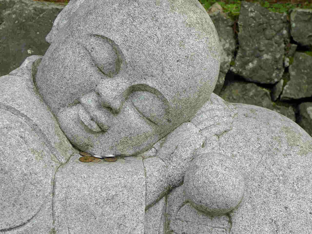 statue-179855_1280